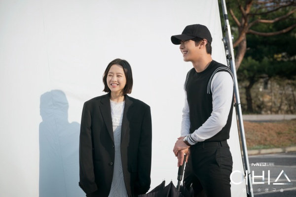 Abyss: Hậu trường tươi sáng của cặp chị em Park Bo Young và Ahn Hyo Seop ảnh 10