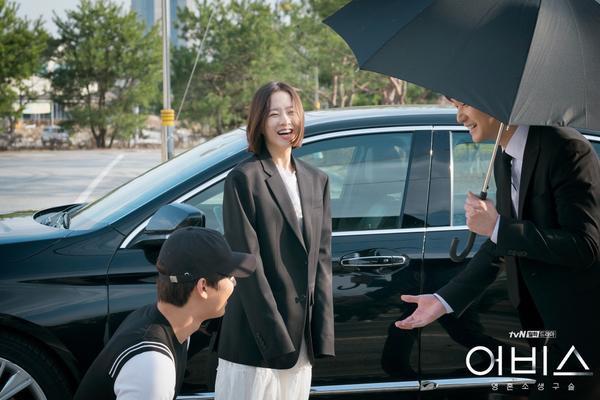 Nụ cười không ngừng tắt trên môi các diễn viên.