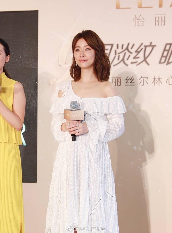 """Lâm Tâm Như lại khiến khán giả bất ngờ với nhan sắc """"lão hóa ngược"""" và gu thời trang nhẹ nhàng"""