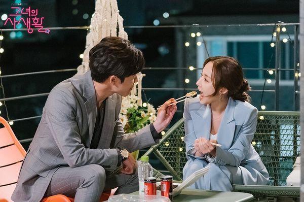 Jessica Jung ngọt ngào gửi quà ủng hộ Park Min Young và phim Bí mật nàng fangirl ảnh 4