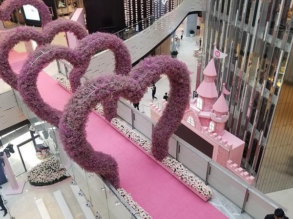 Thiếu gia vua sòng bạc Macau chuẩn bị 99,999 bông hoa hồng để cầu hôn chân dài Victoria's Secret