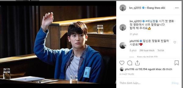 """Park Seo Joon: """"#Jurors, bộ phim đầu tay. Cậu đã làm rất tốt trong tác phẩm đầu tiên của mình rồi. Chúng ta cùng theo dõi nha"""". Park Hyung Sik: """"Anh, có thật sự tốt không đấy?""""."""