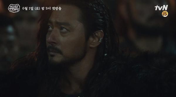 Jang Dong Gun khoe cơ bắp cuồn cuộn hùng dũng, tăng 8kg để đóng Arthdal Chronicles ảnh 2
