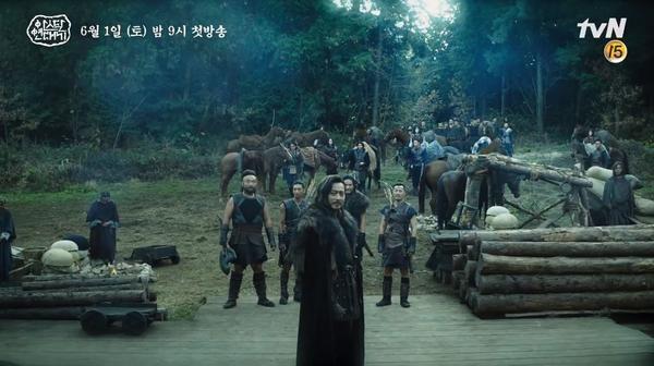 Jang Dong Gun khoe cơ bắp cuồn cuộn hùng dũng, tăng 8kg để đóng Arthdal Chronicles ảnh 3