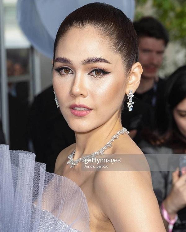 Cận cảnh nhan sắc xinh đẹp không tì vết của mỹ nhân hàng đầu Thái Lan. Cô là cái tên không thể thiếu tại LHP Cannes trong suốt nhiều năm liền