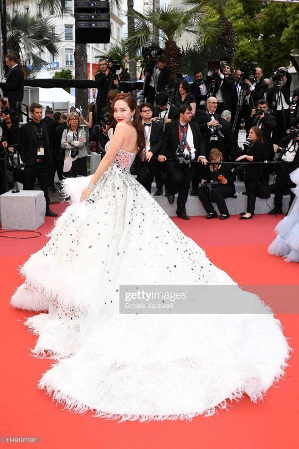 Nữ hoàng băng giá Jessica Jung khiến các fan hâm mộ ở Hàn vô cùng tự hào trong bộ cánh công chúa xinh đẹp này
