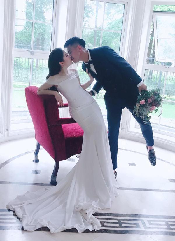 Ảnh cưới độc đáo của cựu trung vệ U23 Việt Nam - Ảnh 7.