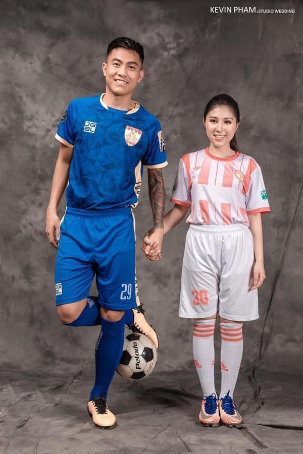 Ảnh cưới độc đáo của cựu trung vệ U23 Việt Nam - Ảnh 3.