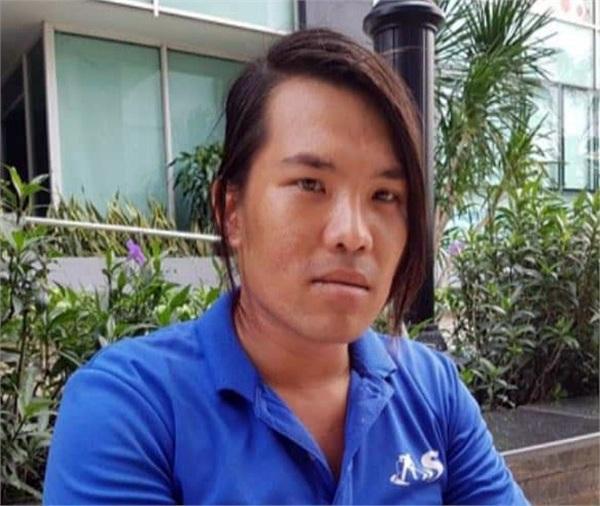 Anh Hiền, nhân viên giám sát vệ sinh ở khu chung cư nhặt được số tiền 7.400 USD. Ảnh: Trí Thức Trẻ