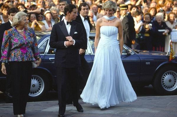 Công nương Diana sánh vai cùng Thái tử Charles khi xuất hiện tại LHP Cannes 1987