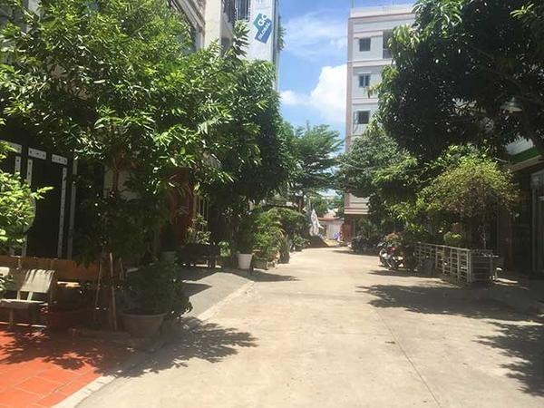 Con hẻm đường Nguyễn Cửu Đàm (quận Tân Phú), nơi 2 phụ nữ nghi liên quan vụ án mạng ở Bình Dương từng sinh sống. Ảnh: Báo Dân Việt