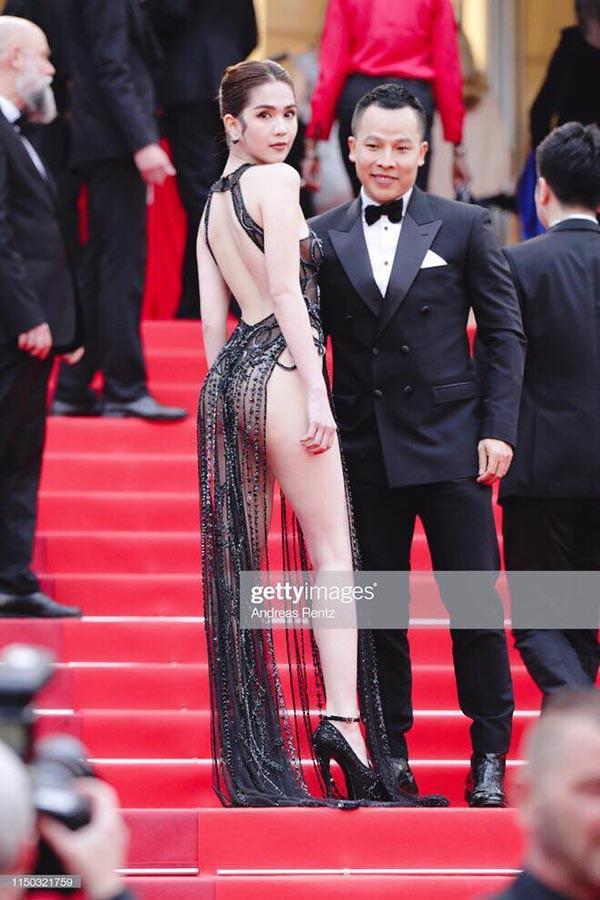 Bên cạnh trang phục không mấy thiện cảm, Ngọc Trinh còn bị ném đá bởi tông makeup già dặn và không phù hợp.