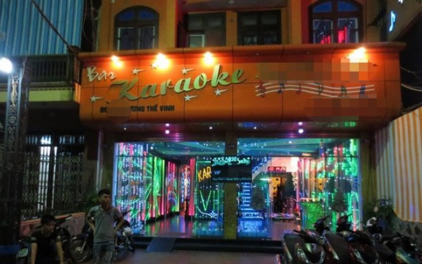 Nghi án nổ súng trước quán karaoke, 1 người tử vong, 2 người khác bị thương