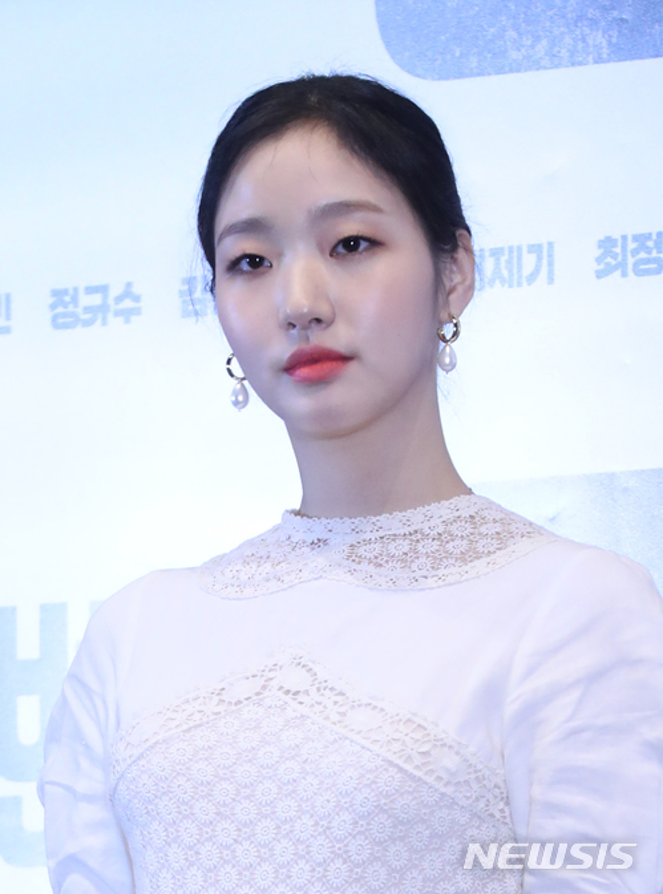 Xác nhận bén duyên cùng Lee Min Ho, Kim Go Eun bị K-net chê bai: Thất bại, tôi bỏ xem Goblin vì cô ấy ảnh 4