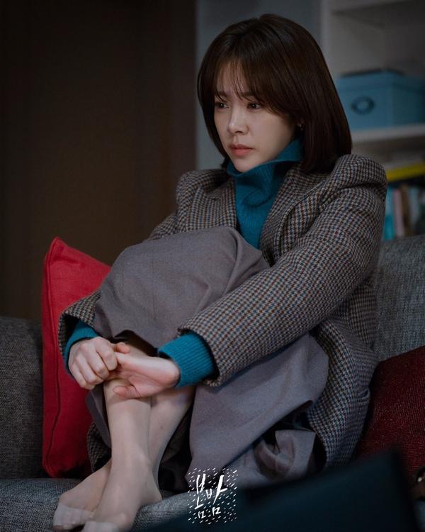 Spring Night: Han Ji Min trả lời câu hỏi so sánh với Son Ye Jin trong Chị đẹp, K-net phản ứng ra sao? ảnh 5