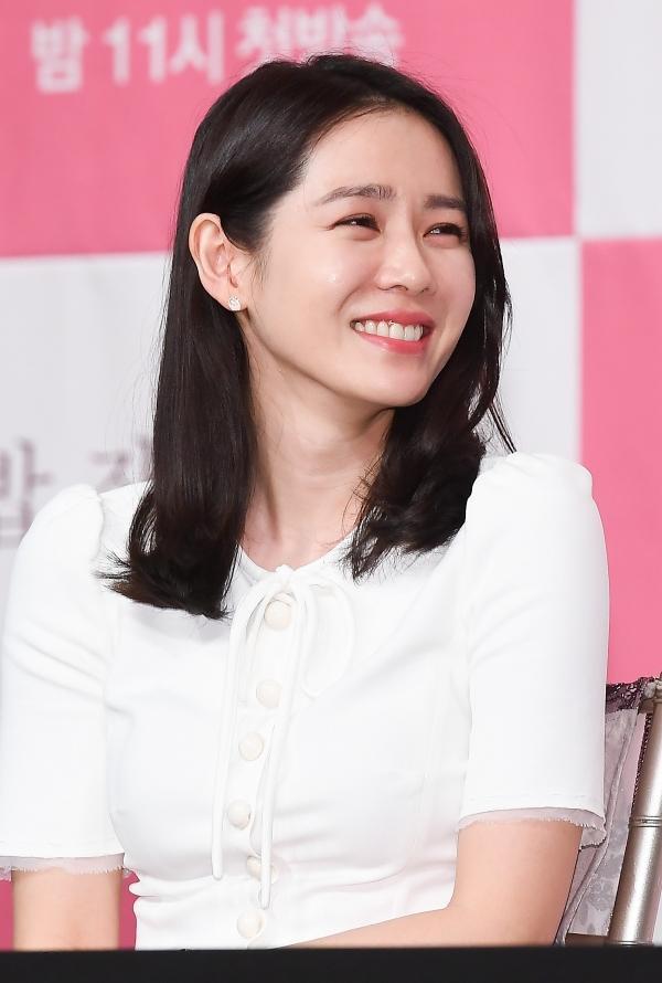 Spring Night: Han Ji Min trả lời câu hỏi so sánh với Son Ye Jin trong Chị đẹp, K-net phản ứng ra sao? ảnh 9