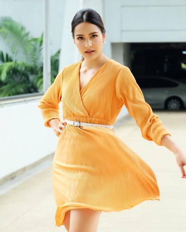 Nữ chính xinh đẹp Stephany sẽ cùng Weir Sukollawat đảm nhận vai chính phim Poo Bao Indy Yayee Inter
