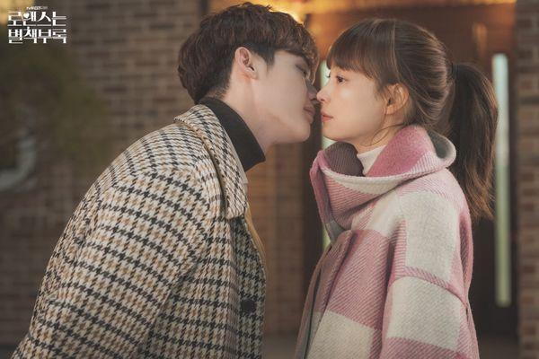 Son Ye Jin  Hyun Bin vào vai nữ thừa kế và quân nhân trong phim của biên kịch Vì sao đưa anh tới ảnh 5
