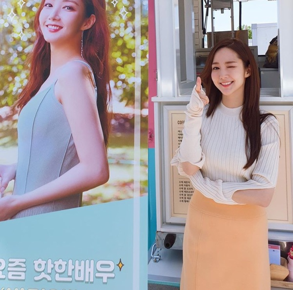 Lee Seung Gi sent gifts to Park Min Young and the drama 'Her Private Life'
