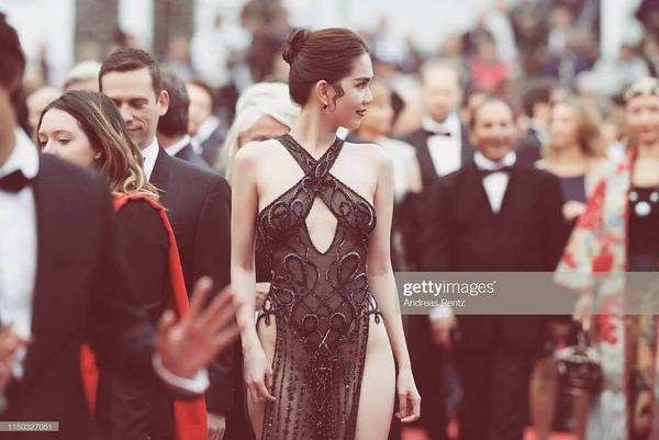 Muôn màu trang phục gợi ý cho Ngọc Trinh tại Cannes: Áo bà ba tím của Hai Phượng hay đồ bảo hộ ninja sẽ ghi điểm? ảnh 1