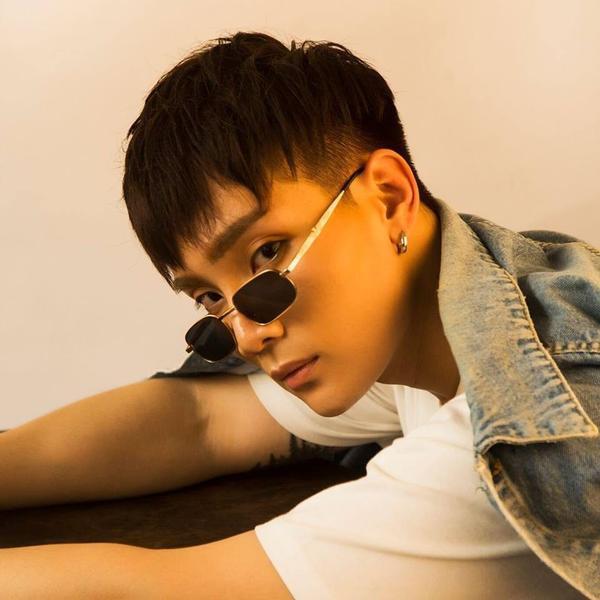 Anh chàng có gương mặt góc cạnh đầy cá tính J - thành viên MONSTAR tên thật là Phạm Tiến Đạt.