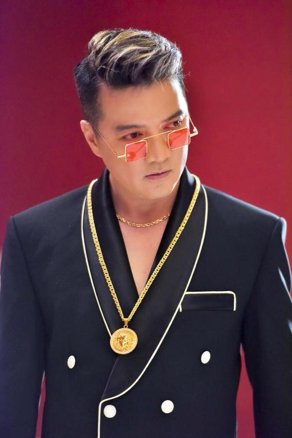 """""""Ông hoàng nhạc Việt"""" được khán giả quá quen thuộc với tên Đàm Vĩnh Hưng hay Mr. Đàm. Nhưng ít ai biết, nam ca sĩ có tên thật là Huỳnh Minh Hưng."""