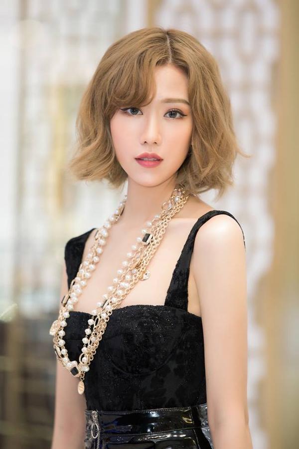 Khán giả đã quá quen thuộc với nghệ danh Min. Hẳn sẽ có kha khá người bất ngờ khi biết nữ ca sĩ có tên thật là Nguyễn Minh Hằng.