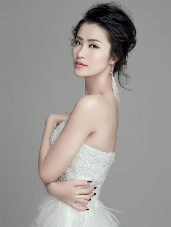 """Ai là """"fan cứng"""" của Đông Nhi thì hẳn sẽ biết cái tên này không phải tên thật của nữ ca sĩ. Đông Nhi có tên thật là Mai Hồng Ngọc."""
