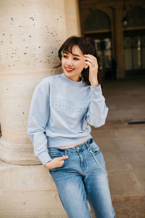 Bà xã Trấn Thành được khán giả biết tới cái tên Hari Won. Nhưng trên giấy khai sinh, tên thật của cô là Esther Lưu.