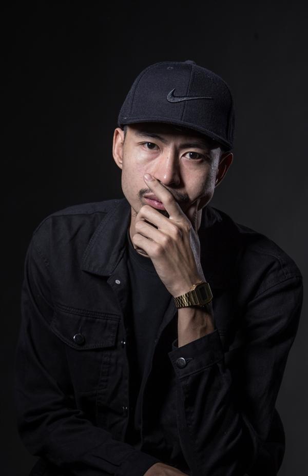 Nam rapper Đen Vâu sở hữu ca khúc vừa lọt top 1 trending - Bài này Chill phết có tên thật là Nguyễn Đức Cường.