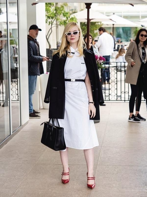 Thanh lịch trong set đồ của Miu Miu với gam màu trắng /đen
