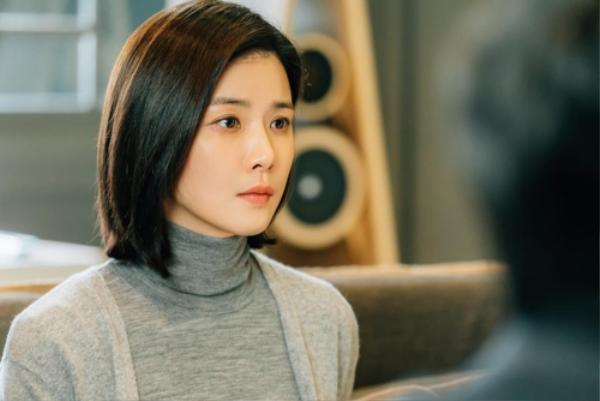 Lee Bo Young có ghen khi Ji Sung cảm ơn quà của Han Ji Min với lời nhắn: Anh nhớ em? ảnh 6