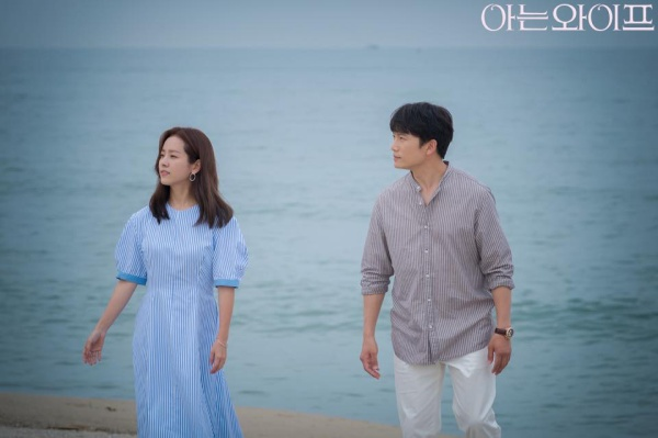 Lee Bo Young có ghen khi Ji Sung cảm ơn quà của Han Ji Min với lời nhắn: Anh nhớ em? ảnh 1