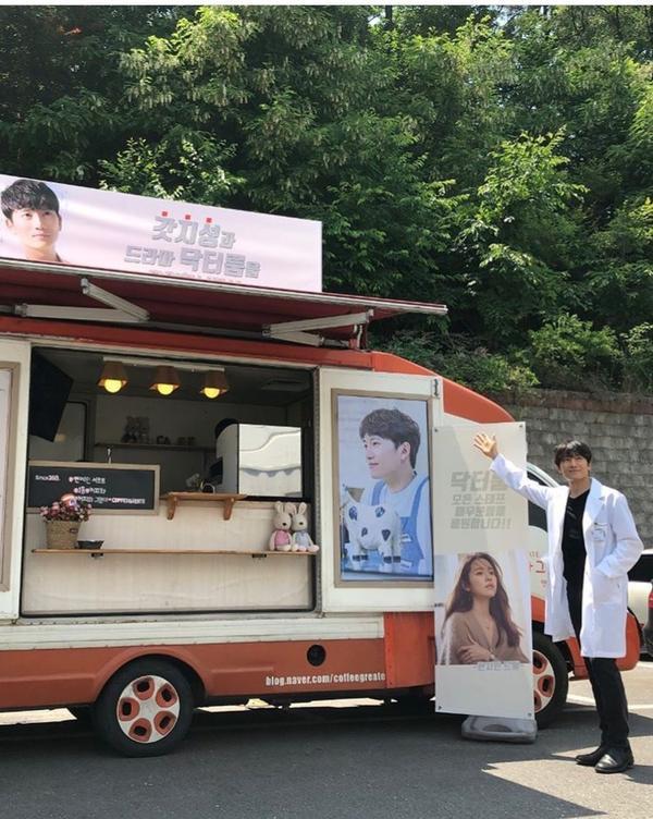Lee Bo Young có ghen khi Ji Sung cảm ơn quà của Han Ji Min với lời nhắn: Anh nhớ em? ảnh 3