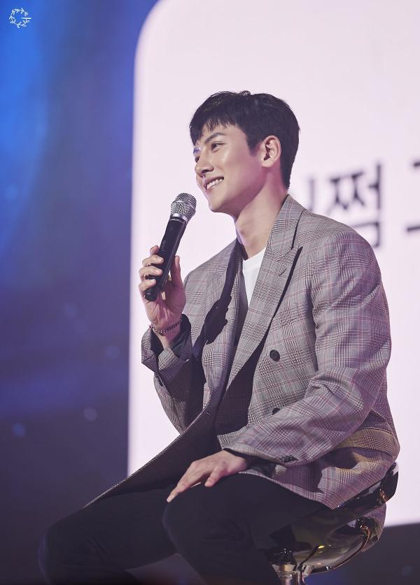 Bộ ảnh trong buổi họp fan của Ji Chang Wook cùng tâm thư: Mùa xuân của anh là các em ảnh 18