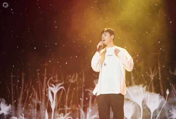 Bộ ảnh trong buổi họp fan của Ji Chang Wook cùng tâm thư: Mùa xuân của anh là các em ảnh 0