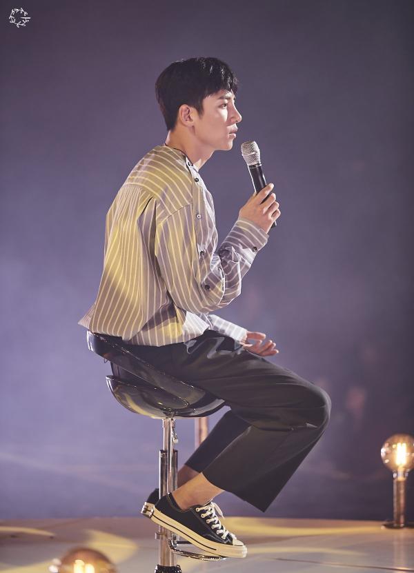Bộ ảnh trong buổi họp fan của Ji Chang Wook cùng tâm thư: Mùa xuân của anh là các em ảnh 31