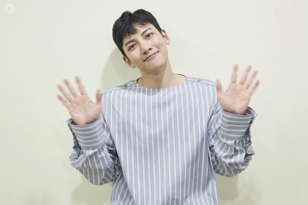 Bộ ảnh trong buổi họp fan của Ji Chang Wook cùng tâm thư: Mùa xuân của anh là các em ảnh 37