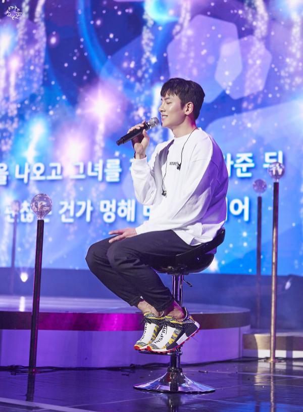 Bộ ảnh trong buổi họp fan của Ji Chang Wook cùng tâm thư: Mùa xuân của anh là các em ảnh 3