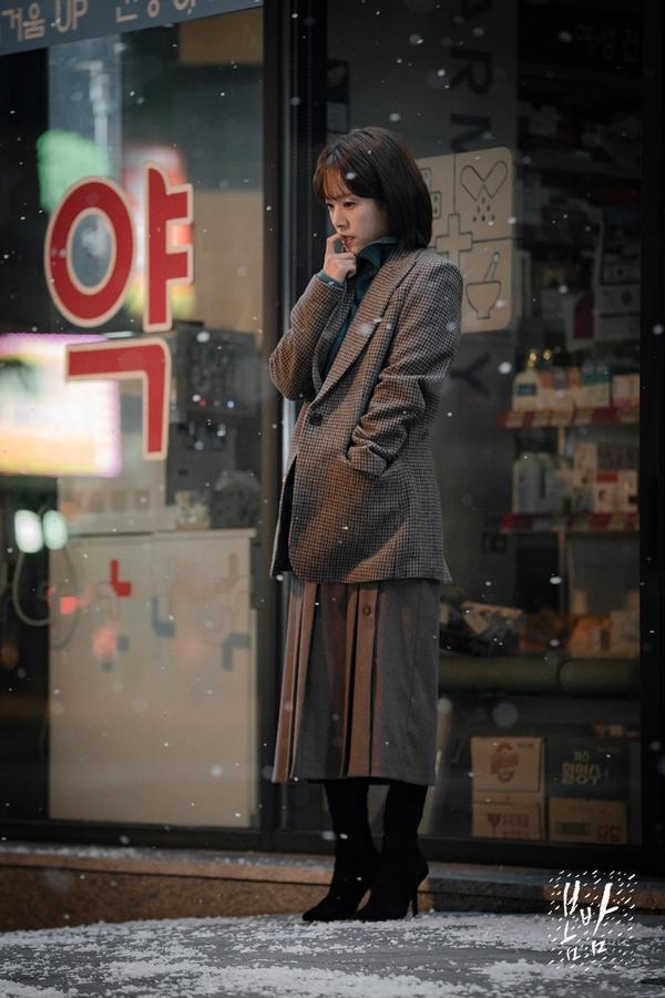 Đêm xuân tập 1-2: Khoảnh khắc đẹp như tranh về mối tình chớm nở của Han Ji Min và Jung Hae In ảnh 14