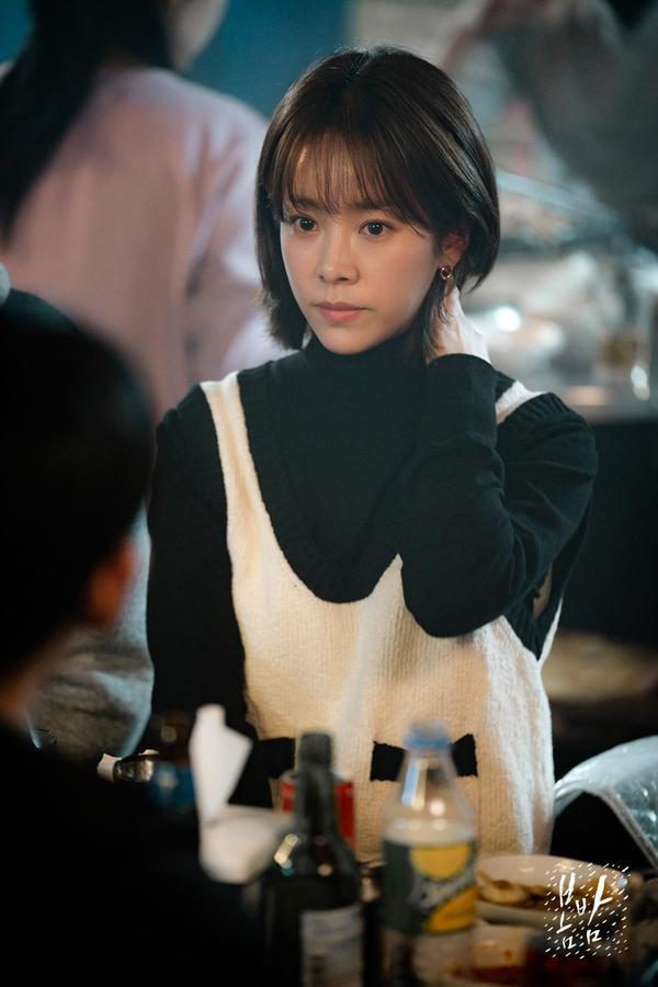 Đêm xuân tập 1-2: Khoảnh khắc đẹp như tranh về mối tình chớm nở của Han Ji Min và Jung Hae In ảnh 21