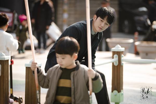 Đêm xuân tập 1-2: Khoảnh khắc đẹp như tranh về mối tình chớm nở của Han Ji Min và Jung Hae In ảnh 29