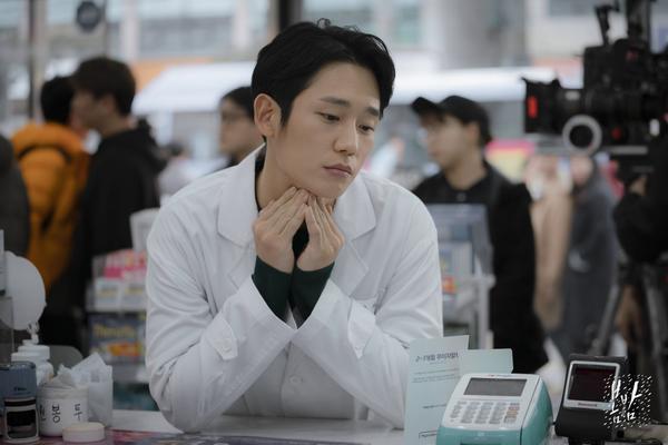 Đêm xuân tập 1-2: Khoảnh khắc đẹp như tranh về mối tình chớm nở của Han Ji Min và Jung Hae In ảnh 34