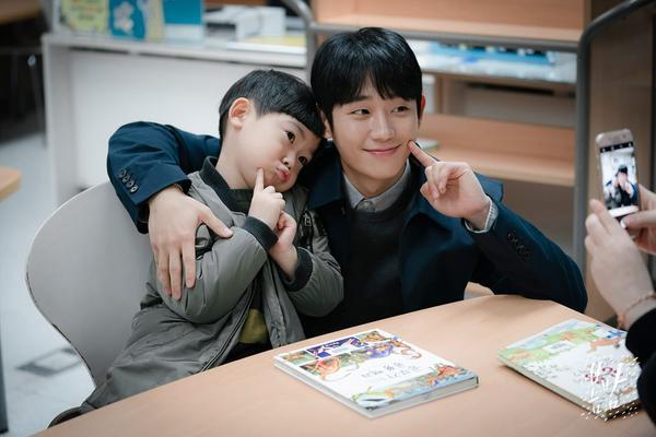 Đêm xuân tập 1-2: Khoảnh khắc đẹp như tranh về mối tình chớm nở của Han Ji Min và Jung Hae In ảnh 38