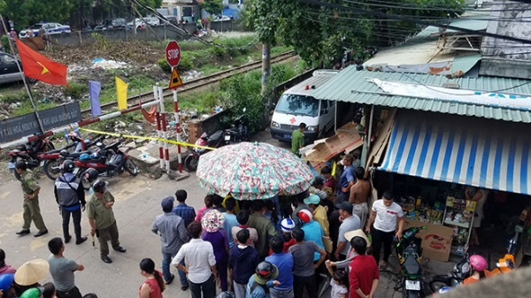 Lực lượng chức năng khám nghiệm hiện trường vụ án. Ảnh: Báo Dân Việt
