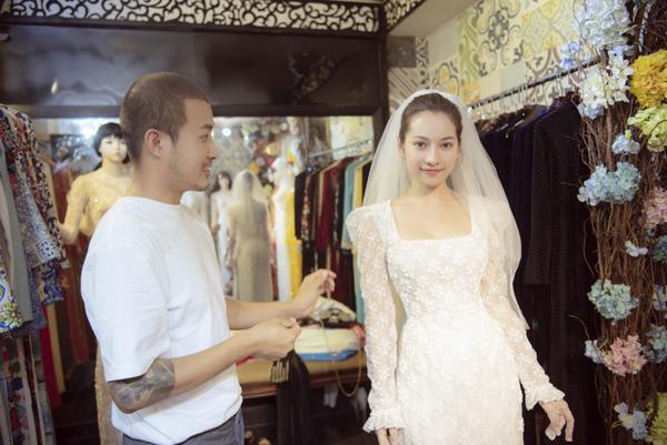 Vợ sắp cưới của Dương Khắc Linh thử áo dài Bảo Bảo khoe trọn vẻ gợi cảm cho ngày trọng đại ảnh 0