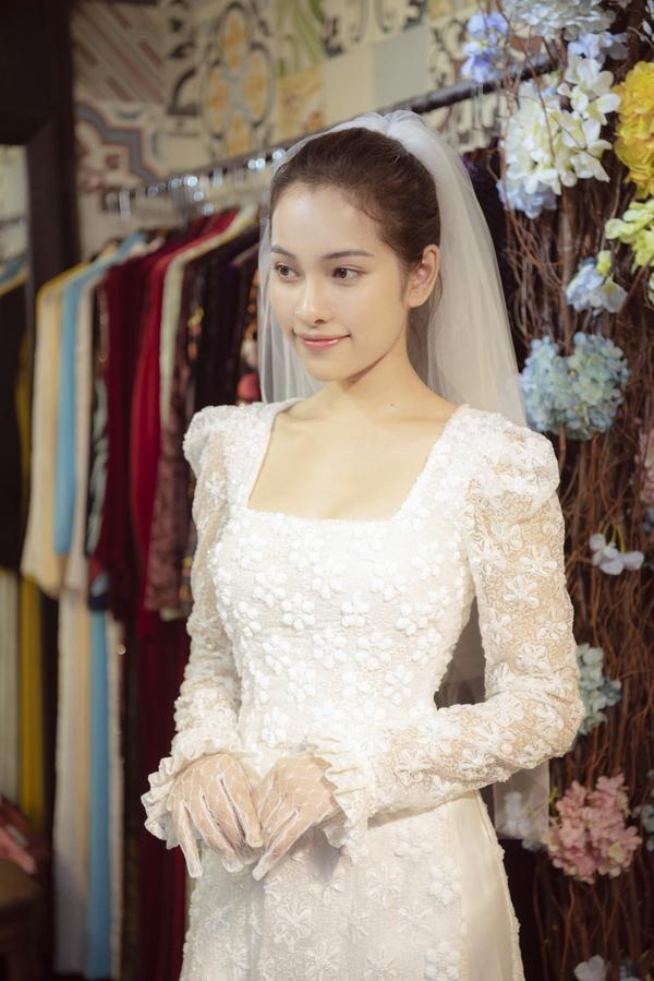 Vợ sắp cưới của Dương Khắc Linh thử áo dài Bảo Bảo khoe trọn vẻ gợi cảm cho ngày trọng đại ảnh 1