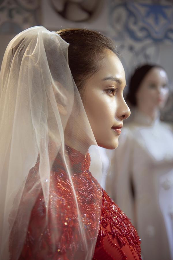 Vợ sắp cưới của Dương Khắc Linh thử áo dài Bảo Bảo khoe trọn vẻ gợi cảm cho ngày trọng đại ảnh 11