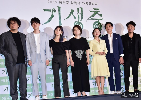 [K-Movie]: Han Ji Min - Park Seo Joon and Nam Joo Hyuk and many artists at the premiere of 'Parasites'