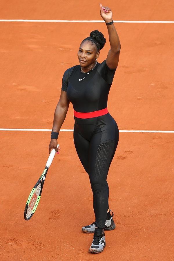 """Cô cho rằng trang phục kiểu này còn phục vụ cho mục đích y tế: """"Tôi có rất nhiều vấn đề với các cục máu đông , tôi đã phải mặc quần dài, bó sát cơ thể khi thi đấu hay tập luyện để giữ cho việc lưu thông máu được diễn ra tự nhiên""""."""